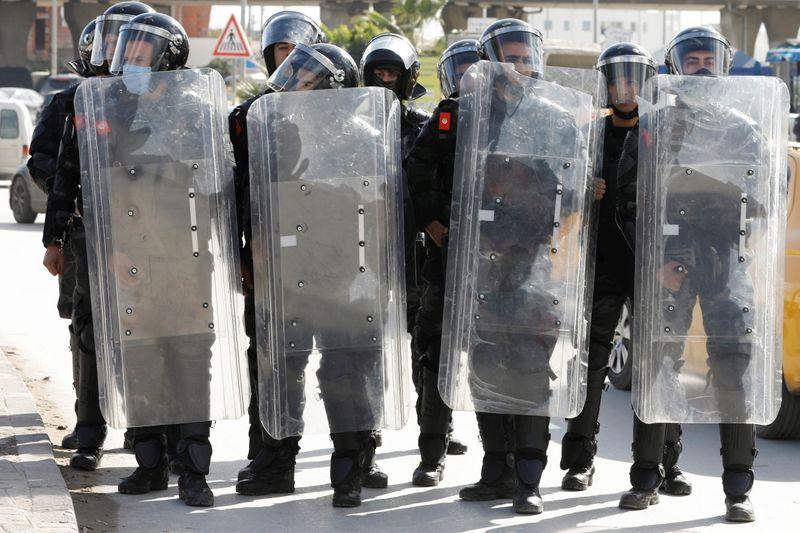 Tunisie: Manifestation dispersée devant le parlement à Tunis