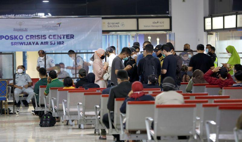Un Boeing s'écrase en mer en Indonésie avec 62 personnes à bord