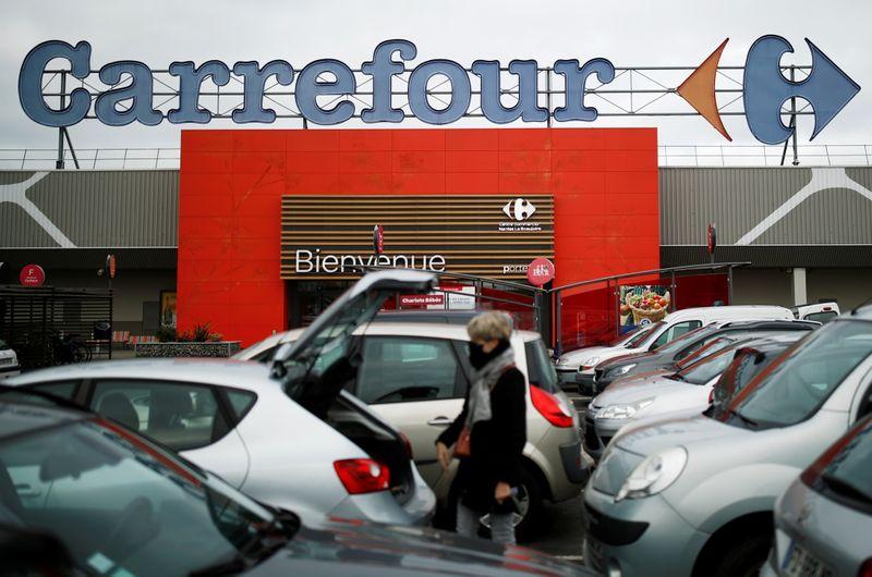 Un rachat de Carrefour par un groupe étranger serait une difficulté majeure, dit Le Maire