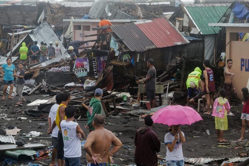 Un typhon frappe les Philippines, l'aéroport de Manille fermé