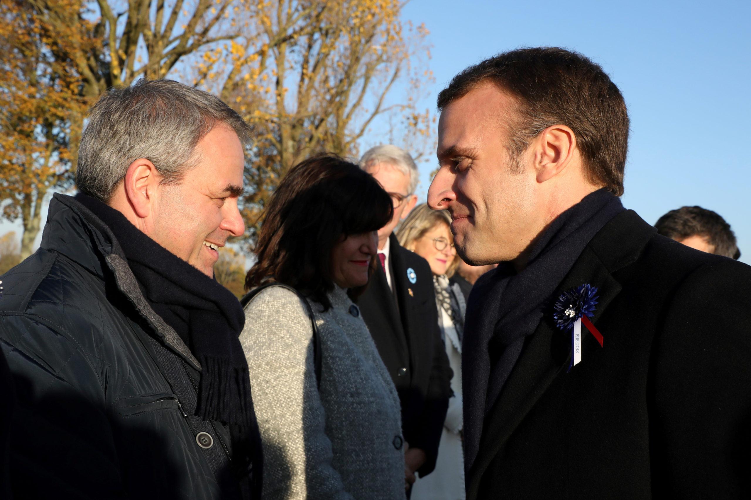 Xavier Bertrand critique Emmanuel Macron et se positionne pour 2022